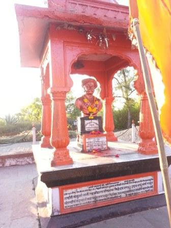 Tanaji Malusare Samadhi at Sinhgad.jpg