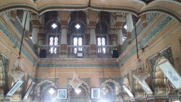 chandelier-at-shinde-chhatri
