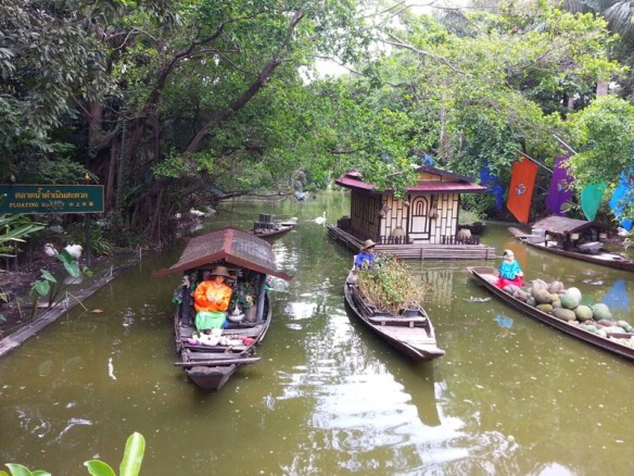 Floating market replica_Safari world